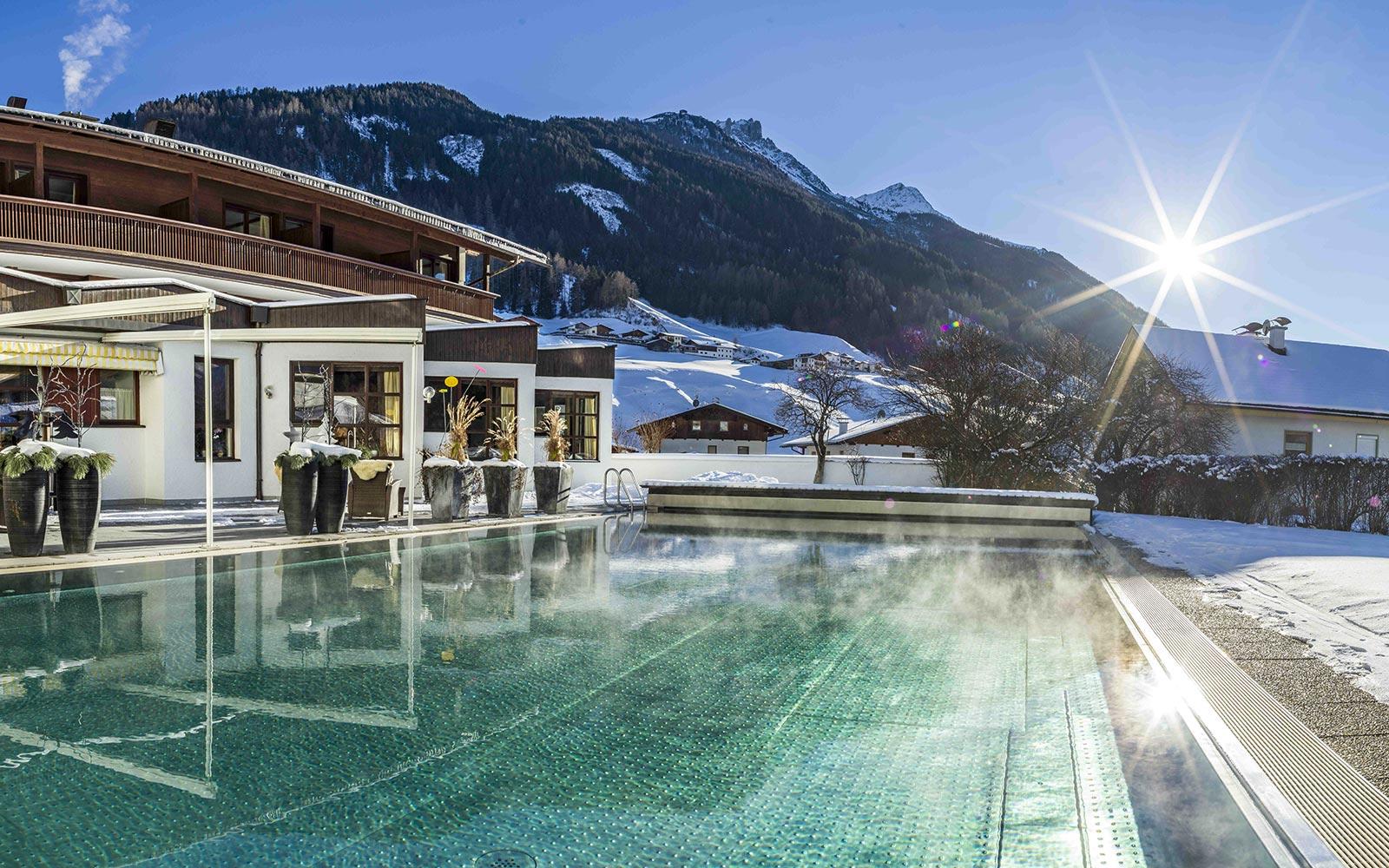 White hot winter Ski and Fun Stubai Glacier - Happy Stubai Neustift Tyrol