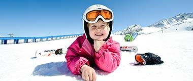 Familienurlaub im Winter Stubaier GletscherHotel Happy Stubai Neustift Austria