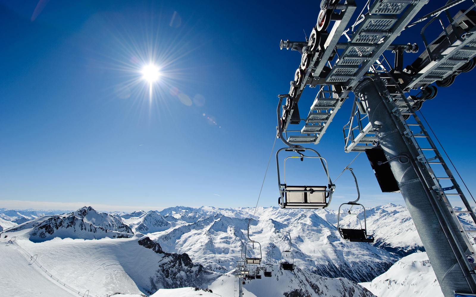 Happy Stubai Hotel Neustift Tirol Stubaier Gletscher Österreich Hostel Fun Action