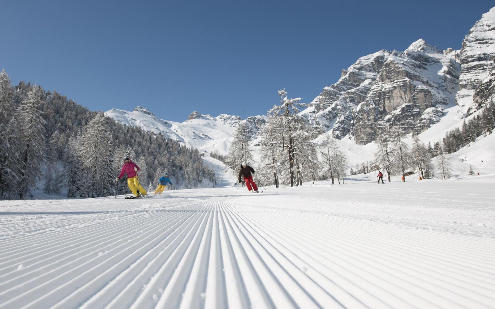 Happy Ski Skifahren Stubai Hotel Neustift Tirol Stubaier Gletscher Österreich Hostel Pauschalen Angebote Last MinuteHappy Action Stubai Hotel Neustift Tirol Stubaier Gletscher Österreich Hostel Pauschalen Angebote Last Minute