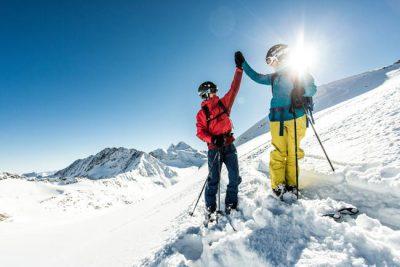 Skistart Skiurlaub in Tirol Hotel Happy Stubai Neustift Stubaier Gletscher Österreich