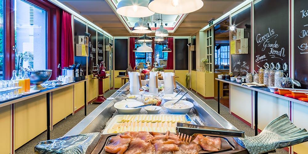 Brunch im Hotel Happy Stubai Neustift Tirol Österreich