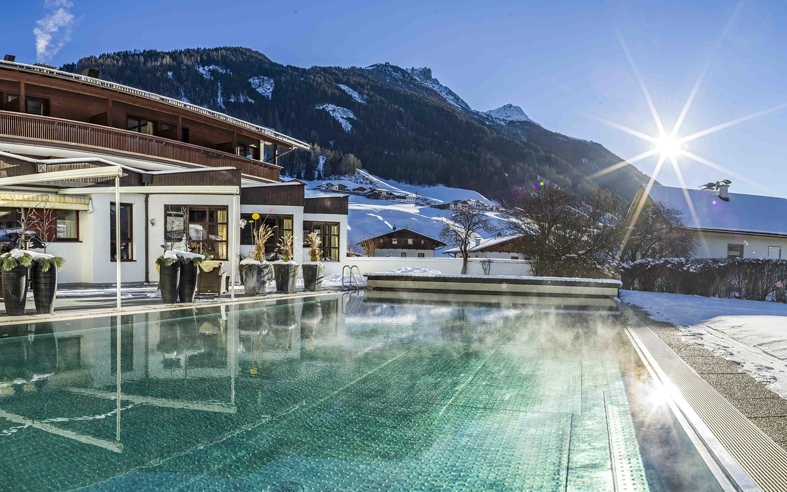 Heiss auf Weiss - Herbstskilauf am Stubaier Gletscher Happy Stubai Tirol