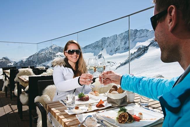 Super Ski - Sonnenskilauf in Tirol - Urlaub im Hotel Happy Stubai Neustift
