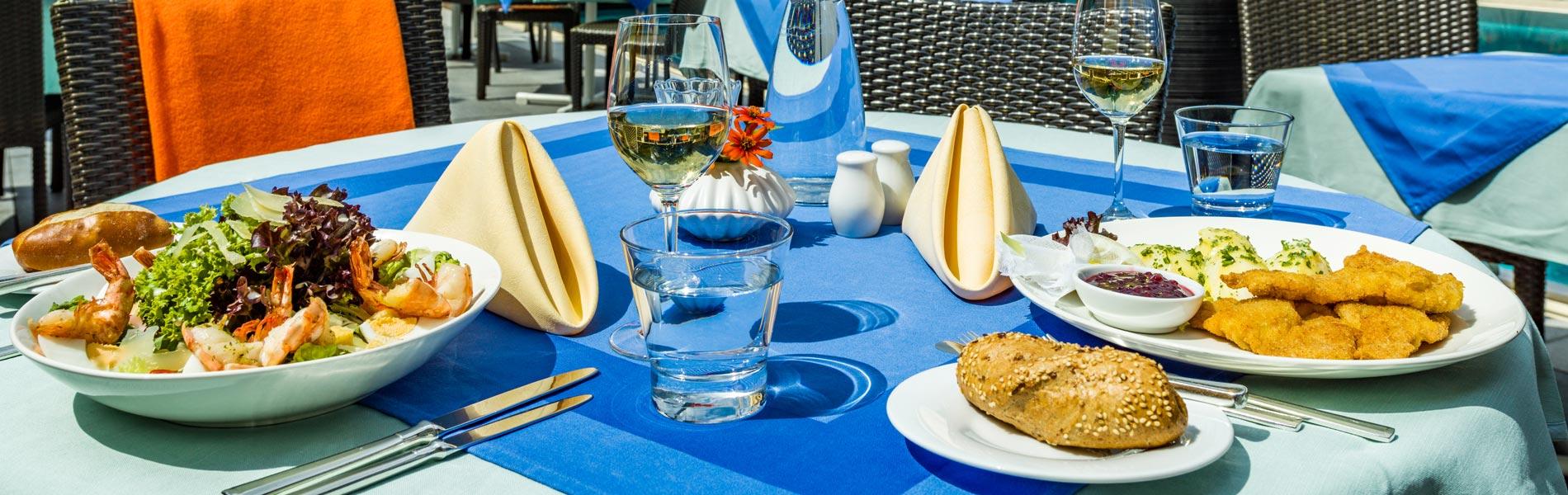 Happy Stubai Hotel Neustift Stubaier Gletscher Österreich Hostel Urlaub Tirol Terrasse Happy Lunch