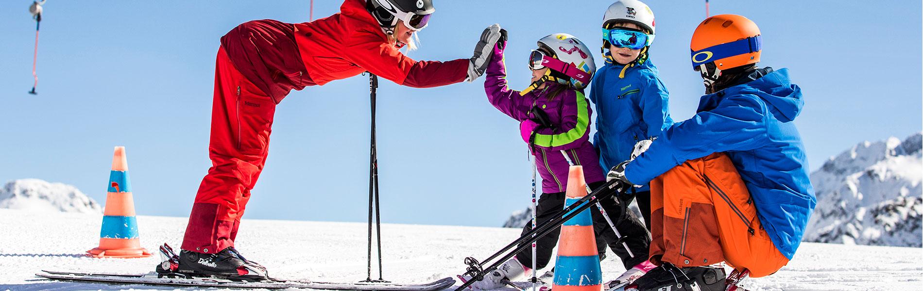 Skiurlaub mit der Familie im Stubaital - 4 Hotel Happy Stubai in Neustift Tirol Austria (1)