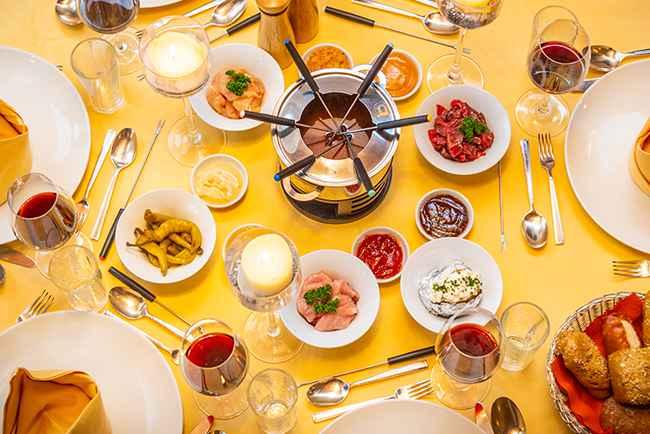 Fondue essen im Happy Stubai im Stubaital Tirol Austria