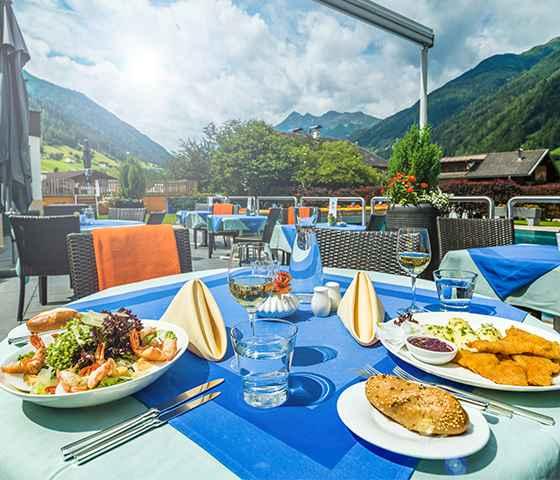 Hotel Neustift Tirol Stubaier Gletscher Österreich Hostel Pauschalen Angebote Last Minute Happy Food