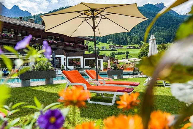 Happy Schnäppchentage 7=6 - 4-Sterne-Hotel Happy Stubai in Neustift Garten Pool